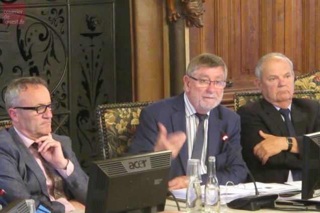 Jean-Michel Marchand a défendu son bilan de mi mandat.