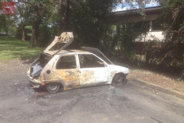 angers. deux voitures brûlées samedi soir rue raoul-ponchon
