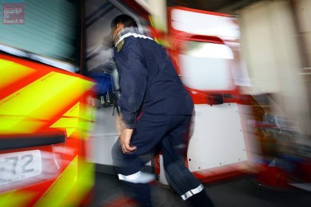 angers. feu dans un parking : trois voitures brûlées, seize