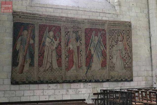 Saumur Deux Tapisseries D Aubusson A L Eglise Notre Dame De