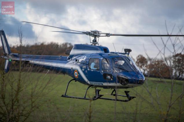 *Un hélicoptère de la section aérienne de Tours du même type que celui-ci a été engagé (photo d'illustration).
