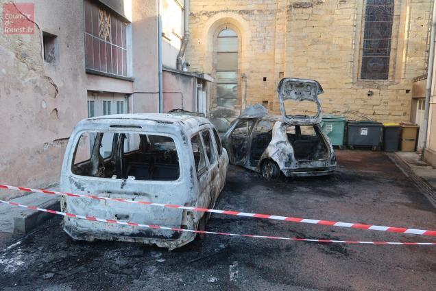 L'incendie a ravagé deux voitures dans la matinée du jeudi 12 septembre.