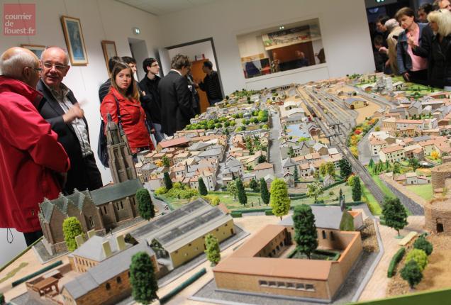 La maquette du quartier de la gare réalisée par le Modèle-club bressuirais est visible tout le week-end.