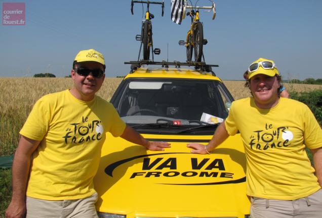 Tim et Simon ont costumisé leur Skoda aux couleurs de la voiture de dépannage.