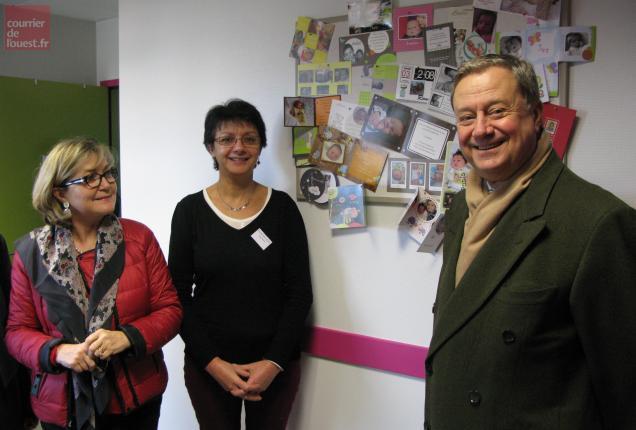Le préfet Burdeyron (à droite) a découvert le local des 3 sage-femmes du service.