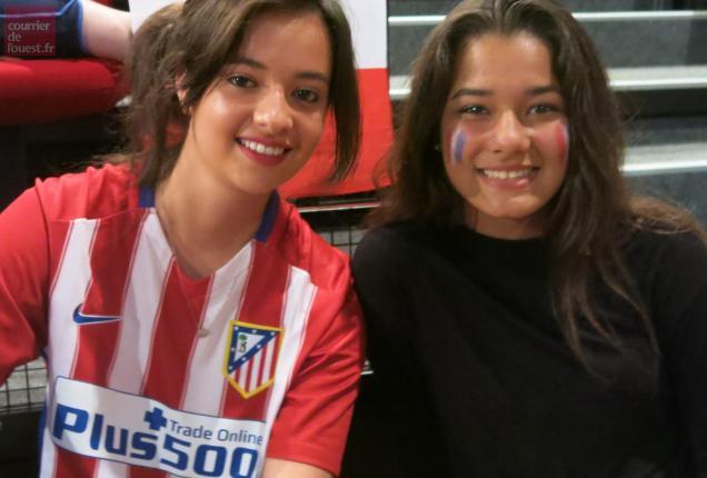 Une fan de Griezmann avec son maillot de l'Atlético de Madrid