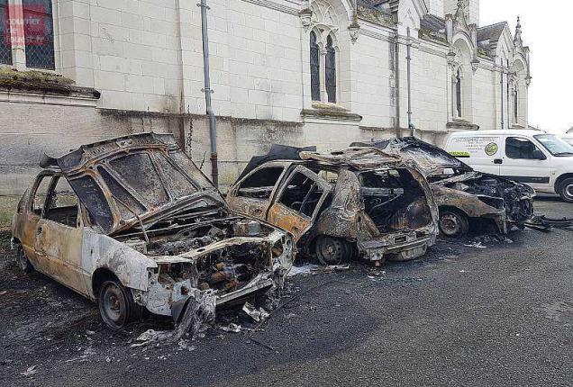 beaufort-en-vallée. huit voitures brûlées dans la nuit de mardi à